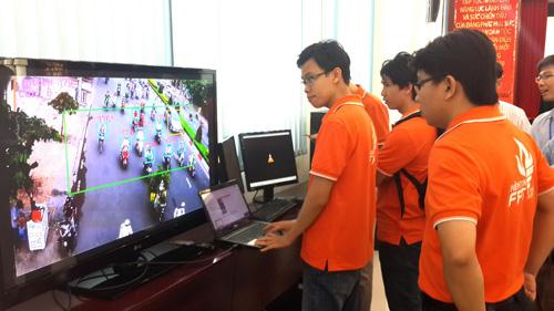 Giới thiệu những ứng dụng CNTT trong quản lý và điều hành giao thông. Ảnh Thanh niên