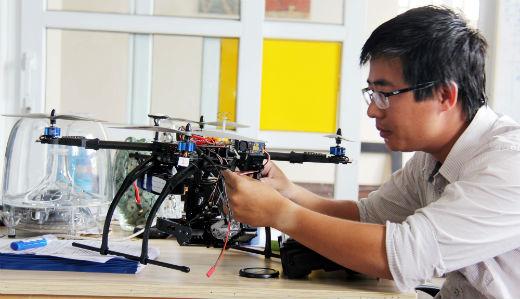 Tác giả Nguyễn Quang Huy và Thiết bị bay RC – Quadrotor