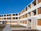 Nhà ở xã hội từ đá vôi và gỗ thông / Peraudin Architecture