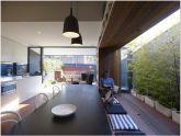 Trang bị chỗ ngồi cửa sổ tuyệt vời cho nhà nhỏ hiện đại
