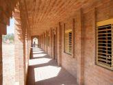 Trường tiểu học với mái vòm bằng gạch ở đồng bằng Mali / Levs Architecten
